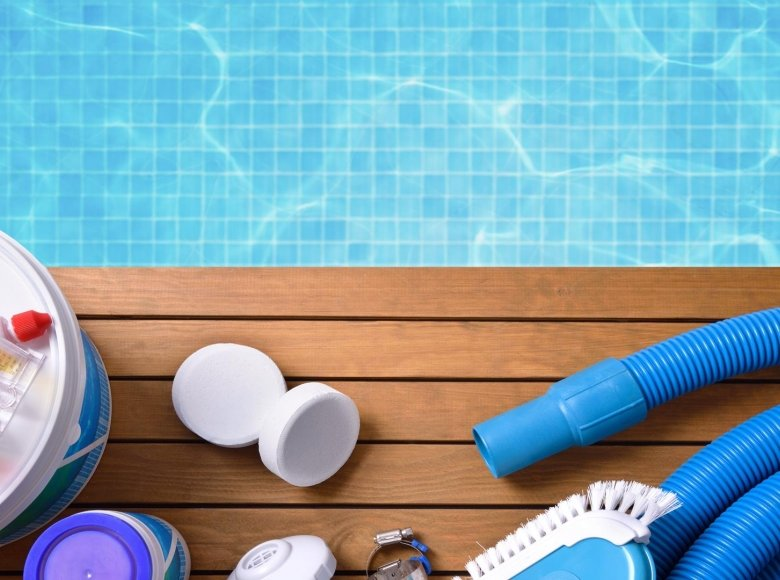 6 important products for maintaining your swimming pool
