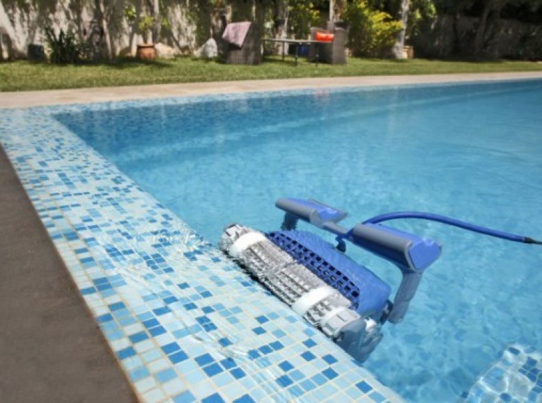 Comparison of Dolphin robotic pool cleaners