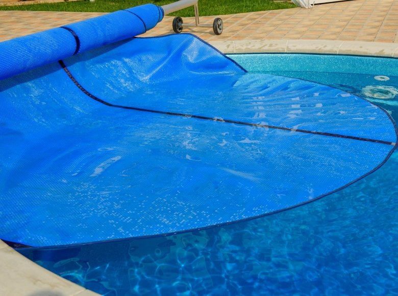 Bubble wrap or foam? What is the best type of summer cover for your swimming pool?