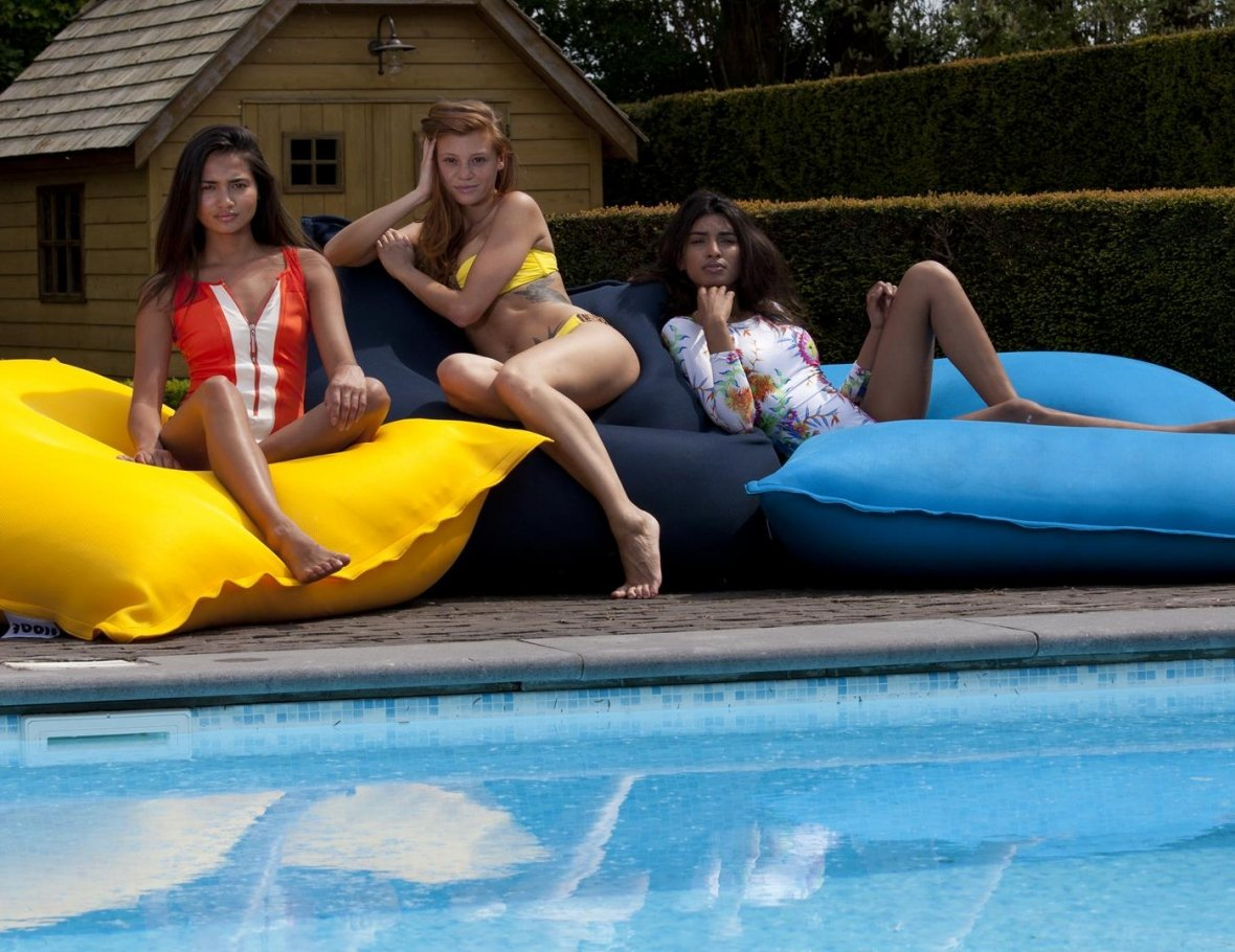 Floating beanbag turquoise