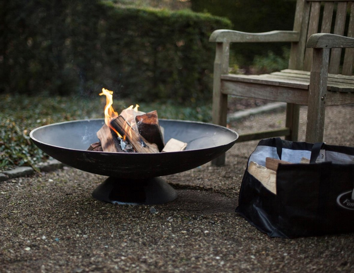 Fire bowl in cast iron