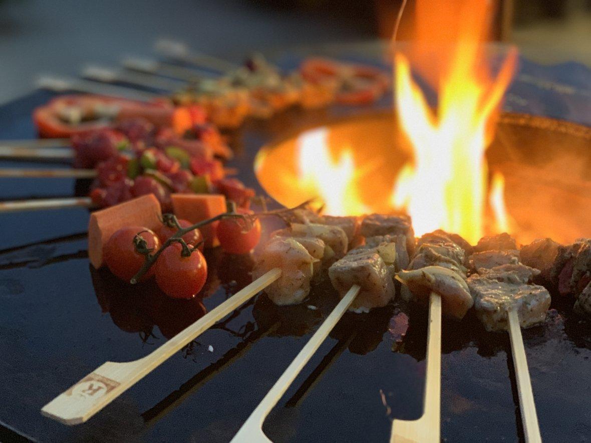 Pedestal barbecue with 100 cm Ø griddle