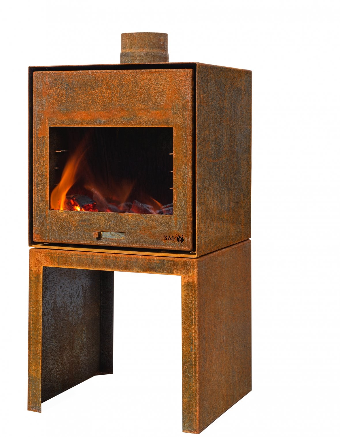 Sturdy garden fireplace with character