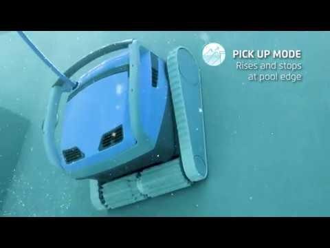Dolphin M600 pool robot
