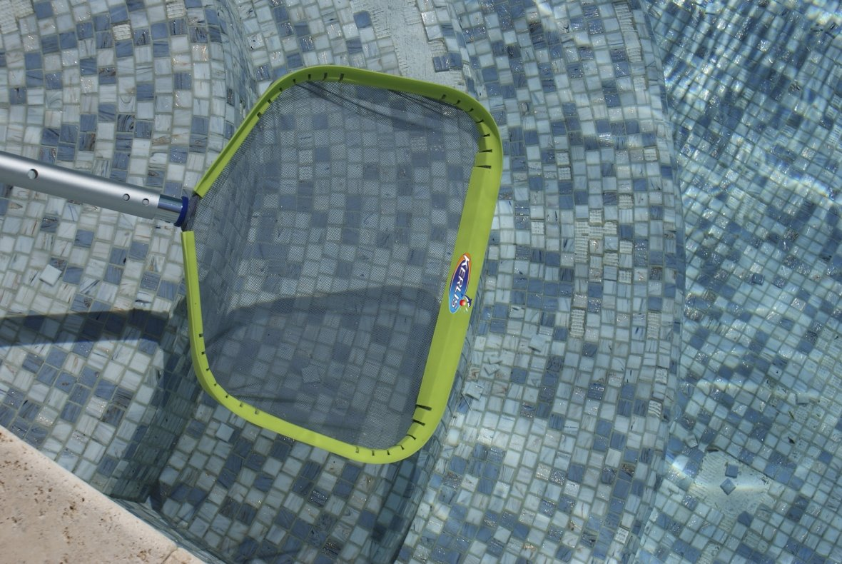 Surface skimming net fine-meshed