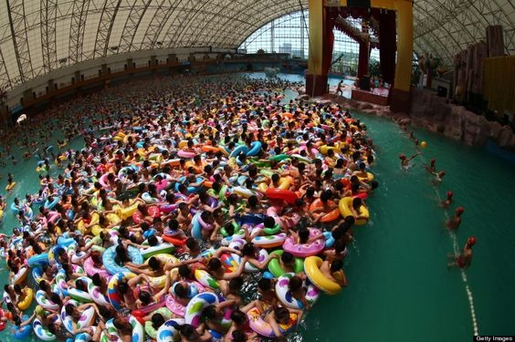 Busiest swimming pool: China's Dead Sea, Daying (China)