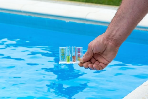 How to lower the pH level of your swimming pool