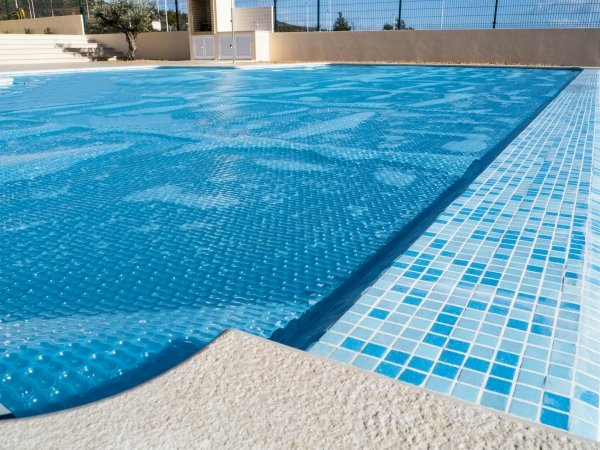 Why a summer cover is a must for your swimming pool